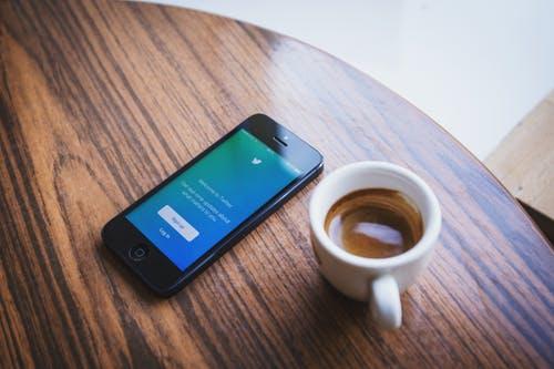 Il rito del caffè al bar: come si fa e come berlo